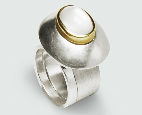Claire Townsend, Moonstone companion ring